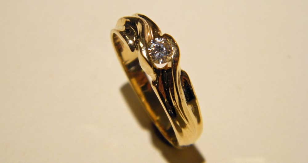 Gold-diamond-ring